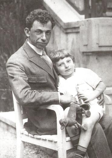 David_Bergelson_with_son_Lev