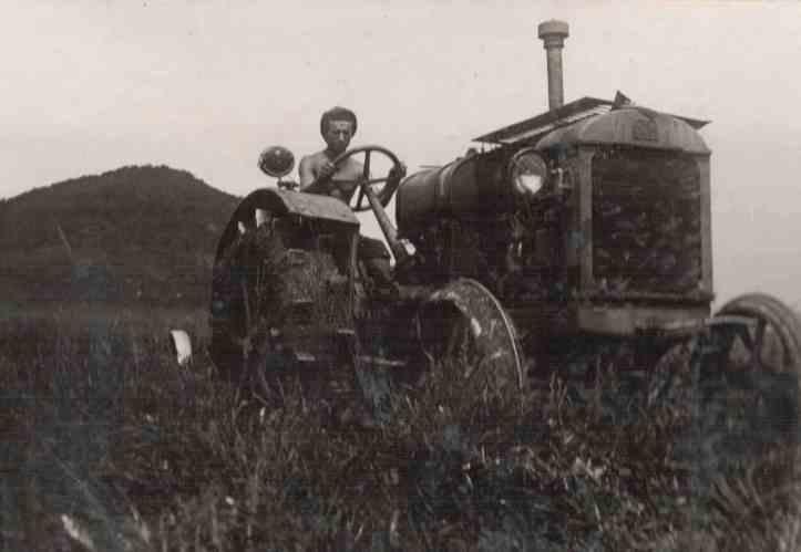 Podnimayut-tselinu-v-s_-Alekseevka-1936-261x180